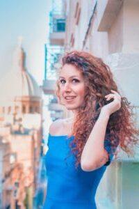 Cresciuta tra Egitto, Italia, Gabon e Malta, Vivien è una solare cittadina del mondo, una curiosa viaggiatrice ed un' insaziabile ricercatrice di autenticità!...