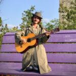 Samuele Fortunato, cantautore colto, poetico e ironico che ha scelto la libertà sopra ogni cosa