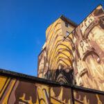 """Sabato 10 ottobre sono stati inaugurati gli ultimi due murales del quartiere Ortica, realizzati dagli Orticanoodles per Or.Me - Ortica Memoria: il muro del rap """"Dialoghi"""" e """"Una poesia incisa nel marmo: la Madonnina""""."""