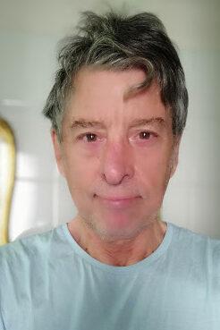 CARLO INGEGNO Nato a Napoli, trasferitosi per amore a Buenos Aires dove la bella Patricia gli regala ben 4 figli…