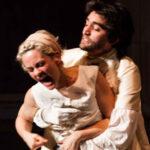 L'augurio natalizio del Teatro Franco Parenti insieme al Teatro Elfo Puccini, in attesa di ritrovarsi presto in sala
