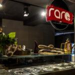 """L'essenza partenopea si unisce all'arte e al design, nasce """"Raro pizzeria"""""""