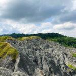 Oltre i cieli dell'avventura lungo la Via dei Gessi e dei Calanchi: natura incontaminata e scenari mozzafiato da percorrere a piedi
