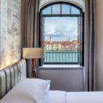 Hilton Molino Stucky Venice: ammirare i tramonti autunnali tra campanili e cupole della Serenissima